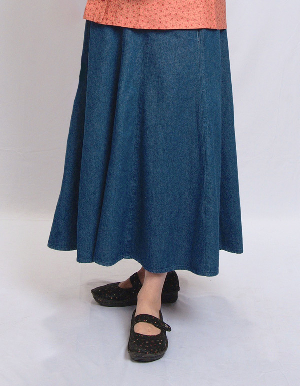 Modest skirt with pockets in Denim