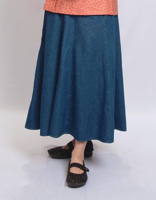 Modest skirt with pockets in Denim