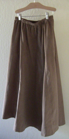 Modest skirt with pockets in Camel Corduroy